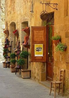 Pienza I love side streets and little winding roads in Europe.