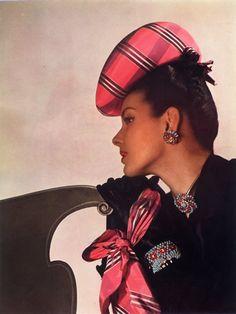 Van Cleef and Arpels jewelry, photo Louise Dahl-Wolfe, 1943 Van Cleef And Arpels Jewelry, Van Cleef Arpels, Lauren Bacall, Richard Avedon, 1940s Fashion, Vintage Fashion, 1940s Looks, Dahl, Retro Look
