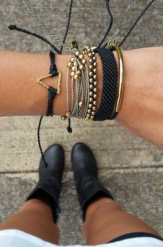 Be Golden | Pura Vida Bracelets | Use code 'SarahFreemyer20' for 20% off all orders!                                                                                                                                                     Más