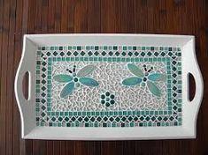 Reminds me of one I made in Art Class Afbeeldingsresultaat voor dienblad in mozaiek Butterfly Mosaic, Mosaic Flower Pots, Mosaic Pots, Mosaic Glass, Mosaic Tile Designs, Mosaic Tile Art, Stone Mosaic, Tile Crafts, Mosaic Crafts