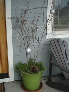 Nice and simple idea for decorating the porch