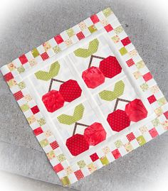 Mini quilts seem to be the new quilting craze at the moment, and no wonder, they are so fun to piece and quilt! I am always in awe of quilters that make beautifully pieced queen size quilts, but ju…
