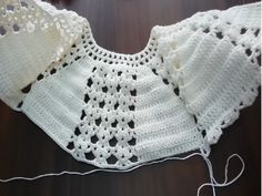 We are moving on to a new model with water stone robe crochet vest recipe that can be done by anyone who knows how to knit and handrail. Crochet Yoke, Crochet Vest Pattern, Crochet Poncho, Baby Knitting Patterns, Hand Crochet, Crochet Stitches, Baby Girl Crochet, Crochet Baby Booties, Crochet For Kids