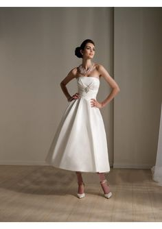 Satin Strapless Pleats Bustier and Fluffy Skirt Elegant 2011 Beach Wedding Dress