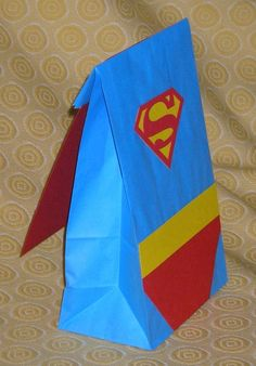 Superman themed thank you bags for the end of the birthday party — the cape is just a thank you card. Superman Birthday Party, Birthday Party Treats, Batman Party, Superhero Party, Boy Birthday, Birthday Ideas, Favor Bags, Goodie Bags, You Are My Superhero