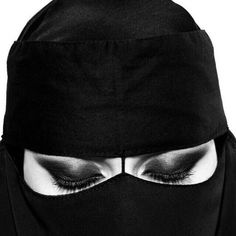 Yakında itaat Ebeveynlerin için hizmetçi Bir gün onların özelliklerini hatırlamak için gözlerini kapatacaksın كن قريباً .. مطيعاً .. خادماً لوالديك فـ ـيوماً ما ستغمض عينيك لتتذكر ملامحهم Arab Girls Hijab, Girl Hijab, Baseball Hats, Beanie, Women's Fashion, Outfits, Curvy Women, Baseball Caps, Beanies