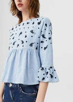 I heart this striped embroidery blouse from MANGO. Great for casual Saturday's when teamed with skinny jeans and white sneakers. Look Fashion, Hijab Fashion, Cool Outfits, Casual Outfits, Diy Kleidung, Mode Top, Cotton Blouses, Diy Clothes, Blouse Designs