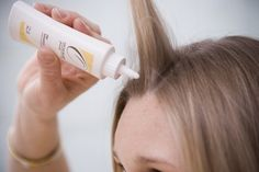 Short on time? These hair styling hacks will have you looking like you've walked out of the hair salon in just a few minutes (or even seconds!) From Staystrongeverytime Coconut Oil Beauty, Brittle Hair, Oily Hair, Dry Shampoo, Braid Styles, Hair Dos, Hair Hacks, Hair And Nails, Beauty Hacks