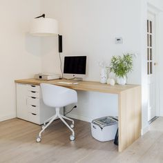 Universal designtafel, or a desk made of solid wood, off-set… Eaal for a guest… - Arbeitszimmer Home Office Setup, Office Lounge, Guest Room Office, Home Office Space, Home Office Design, Office Nook, Bureau Design, Ikea Desk, Room Inspiration
