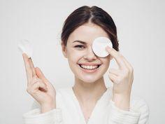 Бережное очищение нежной кожи вокруг глаз