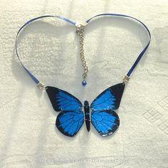 Collier en cd recyclé n°9 : papillon bleu articulé par Savousepate