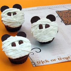 Throw a Disney Halloween Party ~ Mummy Mouse Cupcakes Mickey Cupcakes, Halloween Cupcakes, Disney's Halloween Treat, Disney Halloween, Halloween Goodies, Happy Halloween, Panda Cupcakes, Halloween Stuff, Holiday Cupcakes