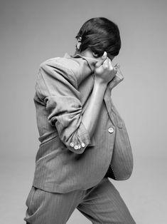 #knitvest  #sweatervest  #merinovest #womensvest #cashmerevests #vests #designervests #vestoutfits #sweatervestoutfitwomen Fall Fashion 2016, Fashion Days, Decades Fashion, Guy Fashion, Fashion 2018, Cheap Fashion, Fashion Photo, Trendy Fashion, Style Fashion