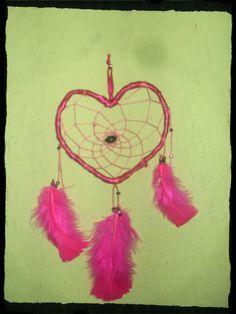 χειροποίητη ονειροπαγίδα σε σχήμα καρδιάς Dream Catcher, Home Decor, Dreamcatchers, Decoration Home, Room Decor, Feather Mobile, Dream Catchers, Interior Decorating