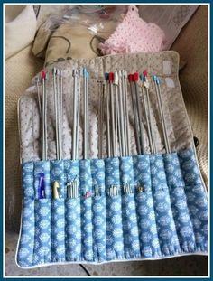 Hola chic@s! No, no me he vuelto loca. Durante estos días habréis visto y seguiréis viendo cambios de looks de este blog. Con la llegada de... Knitting Needle Storage, Knitting Needles, Sewing Tutorials, Sewing Crafts, Sewing Patterns, Crochet Projects, Sewing Projects, Sewing Room Storage, Sewing To Sell