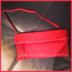 Coral red for this Chiarini bag