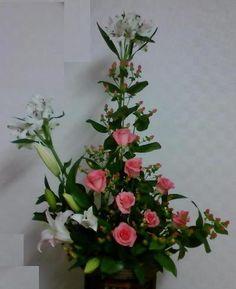 동양화 기본형을 기본으로 자유롭게 변화시켜본 작품 꽃장님 작품 로사 작품 집에서 다시 꽂아보았다.