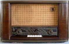 """Omas altes Radio """"was erst warm werden mußte und wo ganz viele Städte draufstanden"""" :-)"""