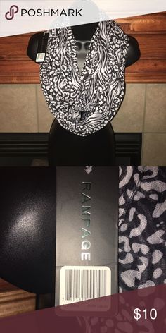 🆕 Listing Ladies scarf NWT scarf. Perfect for the fall. Lightweight Rampage Accessories Scarves & Wraps
