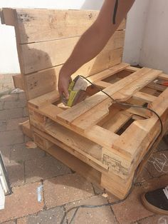 I have been wanting a little outdoor mud kitchen for Lake for a little while and I knew it was something we could definitely DIY. Pallet Mud Kitchen Ideas, Diy Mud Kitchen, Mud Kitchen For Kids, Kitchen Signs, Washing Up Bowls, Builders Merchants, Outdoor Play Spaces, Play Areas, Pan Set