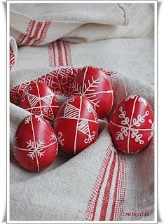 Easter Table Decorations, Red Tulips, Happy Spring, Egg Decorating, Easter Crafts, Easter Eggs, Paste, Gourds, Ukraine