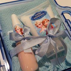 Kit manicure na maleta: creme hidratante, toalha, lixa, esmalte,, adesivo decorado para unha, algodão, tudo personalizado. <br>Fazemos qualquer tema. <br>Consulte PAPERDESIGN BY ADRIANA GASPARINI