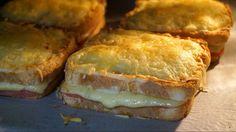 Mi madre me enseñó a hacer este delicioso Sándwich Croque Monsieur y desde entonces lo hago siempre que tengo ocasión ¡¡¡Verás que rico! Wrap Recipes, My Recipes, Cooking Recipes, Favorite Recipes, Healthy Sandwiches, Wrap Sandwiches, Beignets, Grilled Ham, Chicken Salad Recipes