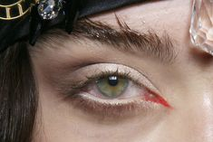 mia goth eyebrows - Google zoeken   makeup//style ...