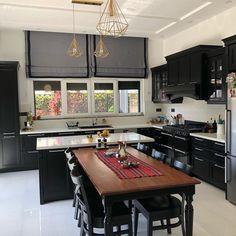 Bu Sofistike Evin Her Detayı Özgün Parçalarla Dolu Cupboard Design, Cuisines Design, Design Moderne, Kitchen Curtains, Eating Plans, Home Decor Kitchen, Home Accessories, Living Spaces, New Homes