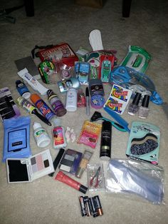 """The MOST comprehensive Wedding Emergency/Survival Kit possible. Check it out at Miffed Chick on Caffeine: The """"Bag-Lady Wedding Emergency Pack"""" School Emergency Kit, Emergency Packs, School Kit, School Hacks, Locker Emergency Kit, Emergency Kit For Girls, Emergency Planning, Schul Survival Kits, Wedding Survival Kits"""