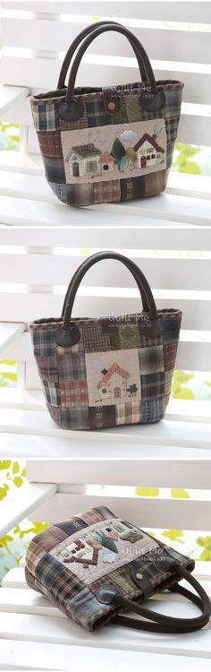 퀼트미 [★선착순할인!-사각패치&굴뚝있는집 토트백] Japanese Patchwork, Japanese Bag, Japanese Quilts, Patchwork Bags, Quilted Handbags, Quilted Bag, Quilted Leather, Purses And Handbags, Handmade Handbags