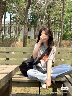 Korean Girl Photo, Korean Girl Fashion, Pretty Korean Girls, Cute Korean Girl, Kpop Fashion Outfits, Fashion Poses, Girl Photo Poses, Girl Photos, Teen Girl Photography