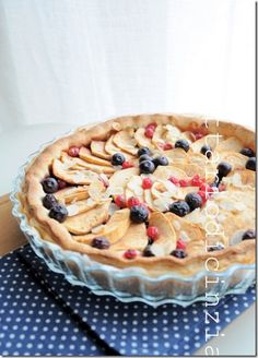 apple pie with shortcrust pastry and puff pastry (without egg) / crostata di mele frolla-sfoglia (senza uovo)