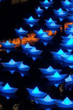 Voyage – Instalação de origamis high-tech iluminam o inverno de Londres - Ambrosia