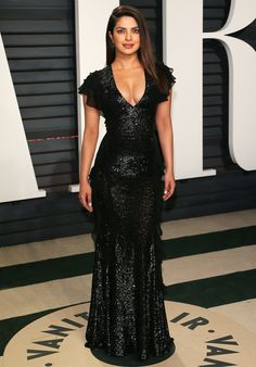 Priyanka Chopra wore a Michael Kors Collection gown to the 2017 Vanity Fair Oscars after party. Priyanka Chopra Hot, Shraddha Kapoor, Ranbir Kapoor, Deepika Padukone, Priyanka Chopra Red Carpet, Vanity Fair Oscar Party, Red Carpet Looks, Party Fashion, Fashion Fashion