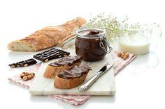 Nocilla casera con Thermomix®, crema de leche, cacao, avellanas y azúcar.