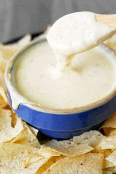 This Easy Queso Blanco Recipe is a quick way to make white cheese dip using Velveeta and peppers. Serve with chips as a taco side dish or a party appetizer! This Easy Queso Blanco Recipe is a quick way to make white cheese dip using Velveet Mexican Cheese Sauce, Mexican White Cheese Dip, White Cheese Sauce, Mexican White Queso Dip Recipe, White Cheese Enchilada Recipe, Authentic Mexican Queso Recipe, Best White Queso Recipe, Nachos, Enchiladas