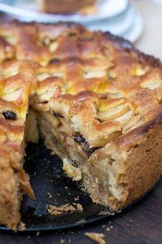 Tarta de manzana y nuez Apple Desserts, Köstliche Desserts, Delicious Desserts, Dessert Recipes, Yummy Food, Pan Dulce, Food Cakes, Cupcake Cakes, Fall Recipes
