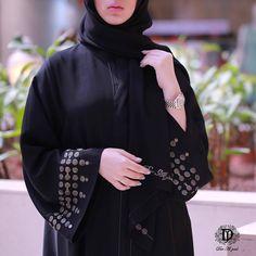 Repost @daraljoudabayas with @instatoolsapp ・・・ تميزي بمناسباتچ بعباية فاخرة من دار الجود. photographer @lailalens_39 #subhanabayas… Niqab Fashion, Modern Hijab Fashion, Muslim Fashion, Fashion Shoot, Beautiful Dress Designs, Beautiful Long Dresses, New Abaya Style, Modern Abaya, Pakistani Fashion Party Wear