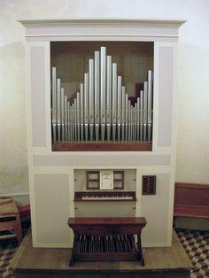L'organo di San Giorgio in Bosco (PD), restaurato con nuova cassa e prospetto, da Nicola Ferroni. Lo strumento fu collocato in chiesa nel corso degli anni '50 del XX secolo da Guerrini.
