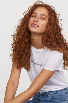 Brown Hair Colors Discover Viscose T-shirt - White/Beautiful Soul - Ladies Curly Hair Updo, Curly Hair With Bangs, Colored Curly Hair, Curly Hair Tips, Long Curly Hair, Curly Girl, Curly Hair Styles, Natural Hair Styles, Middle Part Curly Hair