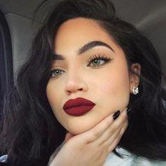 Maryori Funez Bold red lips and simple eyes - Eyeliner Brown Matte Lipstick, Natural Lipstick, Natural Makeup, Burgundy Lipstick, Natural Beauty, Makeup Trends, Makeup Tips, Beauty Makeup, Makeup Ideas