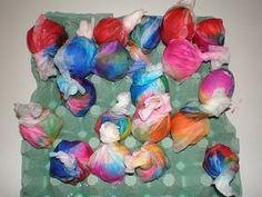παιχνιδοκαμώματα στου νηπ/γειου τα δρώμενα: βάφω τα αβγά με χρώματα πολλά !!!