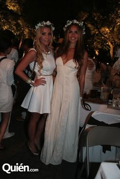 LOVE WHITE! AND FLOWER CROWNS... Me and a friend at  Le Diner en Blanc