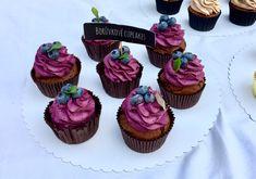 ČOKOLÁDOVÉ CUPCAKES S BORŮVKOVÝM KRÉMEM | Golden Dot Brownie Cupcakes, Mini Cupcakes, Sweets, Candy, Baking, Desserts, Recipes, Food, Fiestas