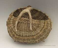 Antler Baskets and Gourds by Texas weaver Susan Ashley Old Baskets, Wicker Baskets, Woven Baskets, Weaving Projects, Weaving Art, Willow Weaving, Basket Weaving, Diy Bag Belt, Wooden Skyscraper