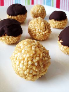 No Bake Puffed Quinoa Peanut Butter Balls - full of yummy nutrients that kids will love!  1 cup puffed quinoa, ½ cup peanut butter, 3-4 tbsp agave nectar,  1 tbsp crushed peanuts (optional, for extra crunch if using smooth PB), 1 tsp vanilla extract, dark chocolate (optional).