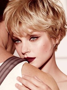 nice Idée coupe courte : Jessica Stam, lovely with short hair. Layered Pixie Cut, Long Pixie Cuts, Short Hair Cuts For Women, Short Hairstyles For Women, Short Hair Styles, Shaggy Pixie, Pixie Cut Styles, Wavy Pixie, Hairstyle Short