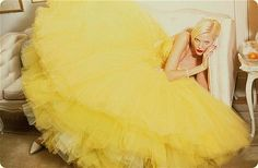 Nadja Auermann (in a canary-yellow feather & tulle ball-gown by John Galliano from the Spring-Summer 1995 'Pin-Up' collection) photographed by Ellen von Unwerth Ellen Von Unwerth, John Galliano, Nadja Auermann, Christian Dior Couture, Rockabilly Style, Carrie Bradshaw, Sarah Jessica Parker, Vanity Fair, Tulle Dress