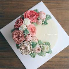 D.Story Cake #buttercream #flowercake #buttercreamflowercake #cake #instacake #peony #koreanstyle #dessert #케이크 #꽃 #취미 #요리 #cook #wilton #플라워케이크 #canon6d #앙금플라워 #디스토리케이크 #디저트 #냠냠 #생일케이크 #birthdaycake #일상스타그램 #데일리 #좋아요 #버터플라워케이크 #예쁘다그램 #화요일 #like